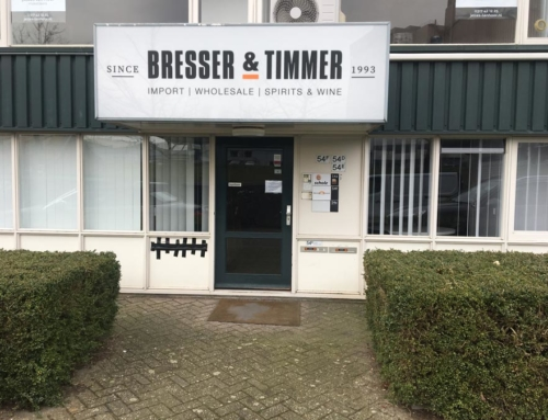 Lichtreclame voor Bresser&Timmer Wageningen